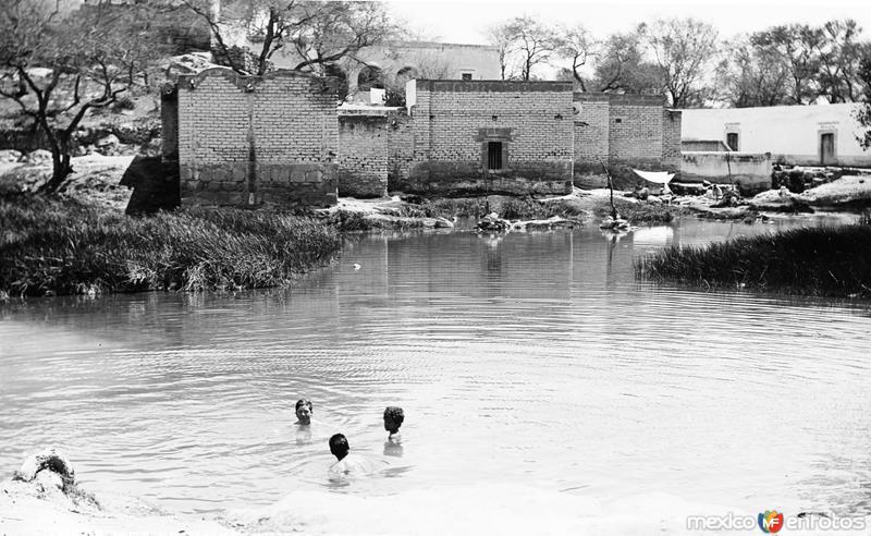 Baños de aguas termales VIII (por William Henry Jackson, c. 1888)