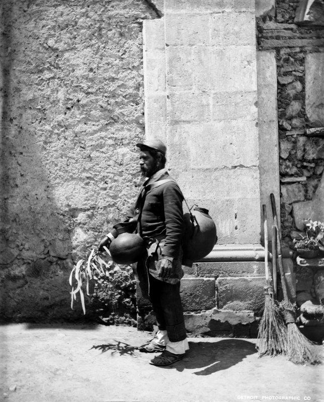 Aguador (por William Henry Jackson, c. 1888)