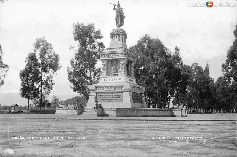 Monumento a Cuauhtémoc (por William Henry Jackson, c. 1888)