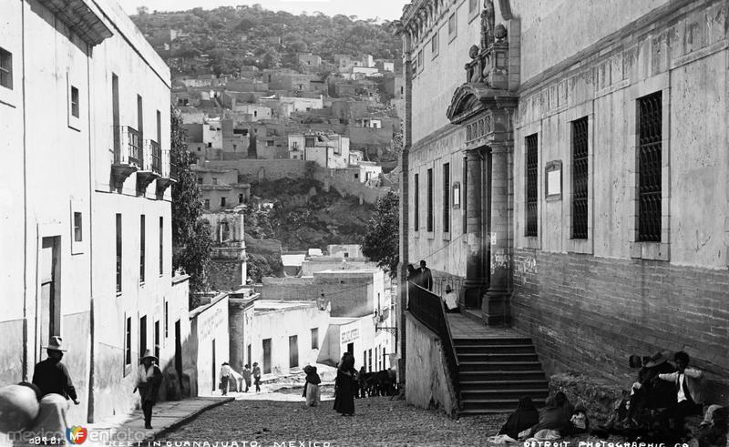 Calle Cuesta de Mendizábal y Alhóndiga de Granaditas (por William Henry Jackson, c. 1888)