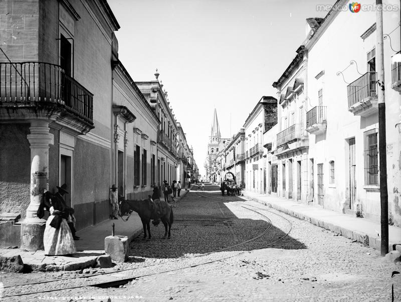 Calle en Guadalajara (por William Henry Jackson, c. 1887)