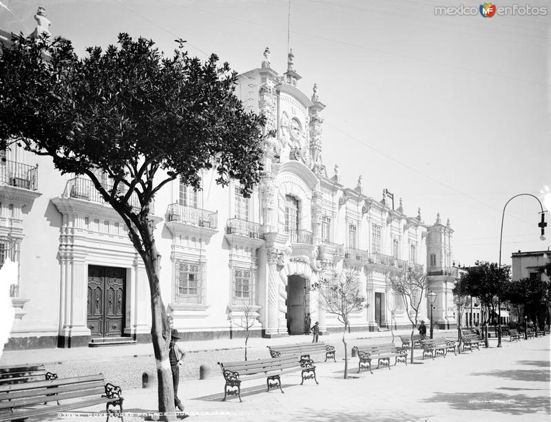 Palacio de Gobierno (por William Henry Jackson, c. 1887)