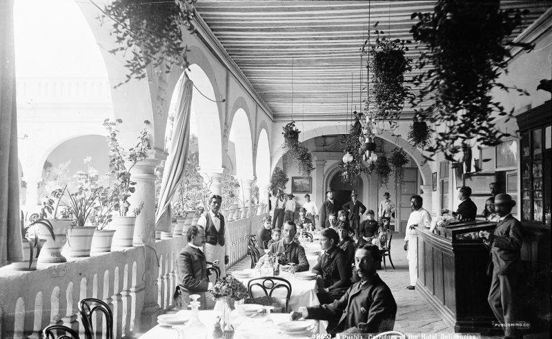 Corredor del Hotel Diligencias (por William Henry Jackson, c. 1888)
