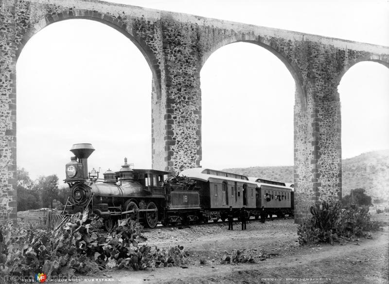 Acueducto de Querétaro y Ferrocarril Central Mexicano (por William Henry Jackson, 1891)
