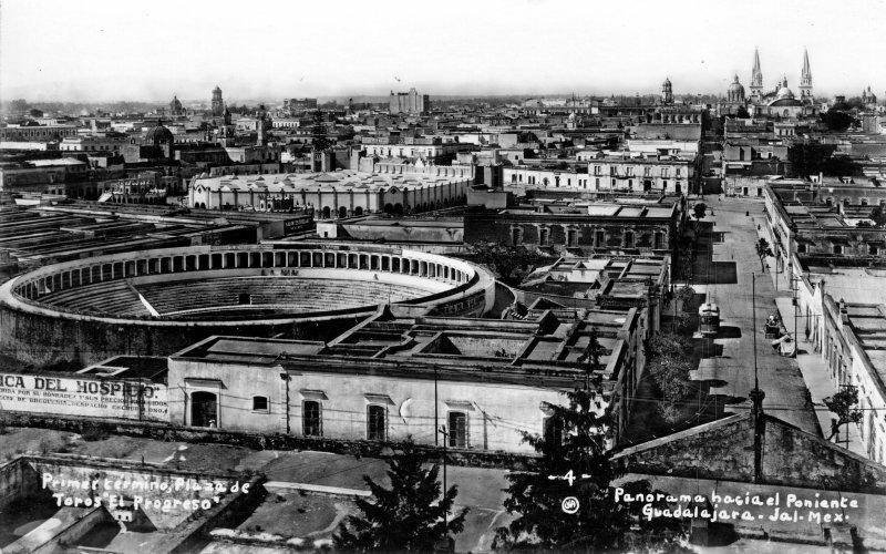 Vista panorámica y Plaza de Toros El progreso
