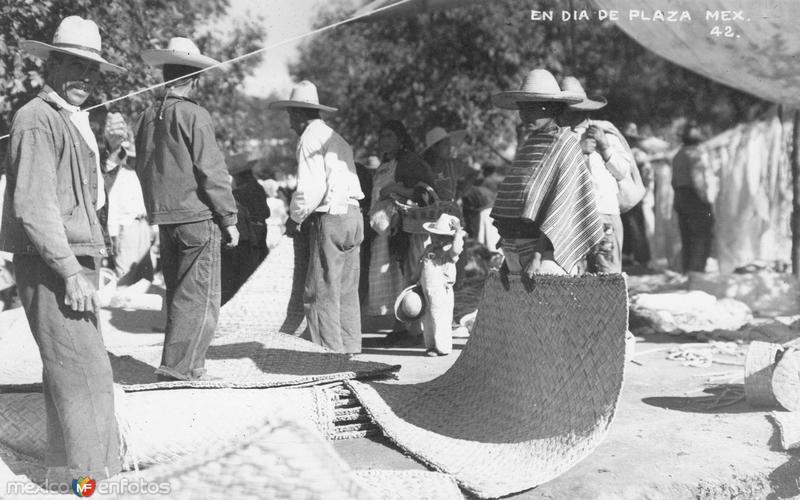 Vendedor de petates en un día de plaza