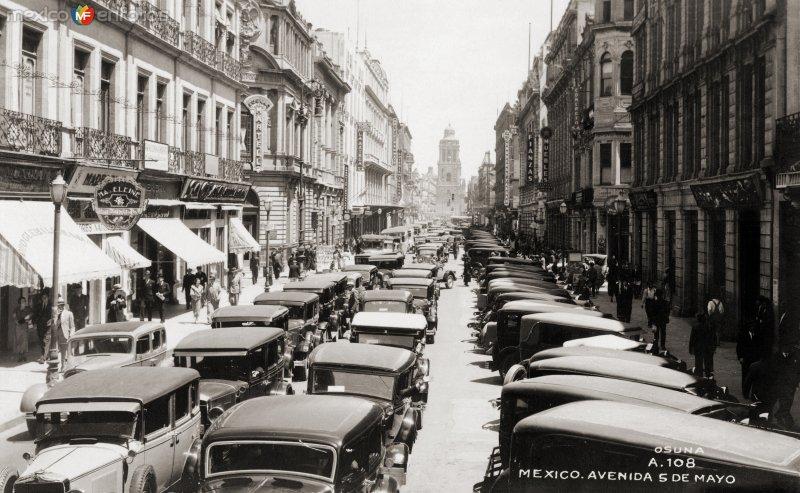 Autos en la Avenida 5 de Mayo