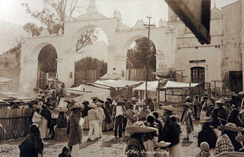 Mercado tipico por el fotografo HUGO BREHME Hacia 1930