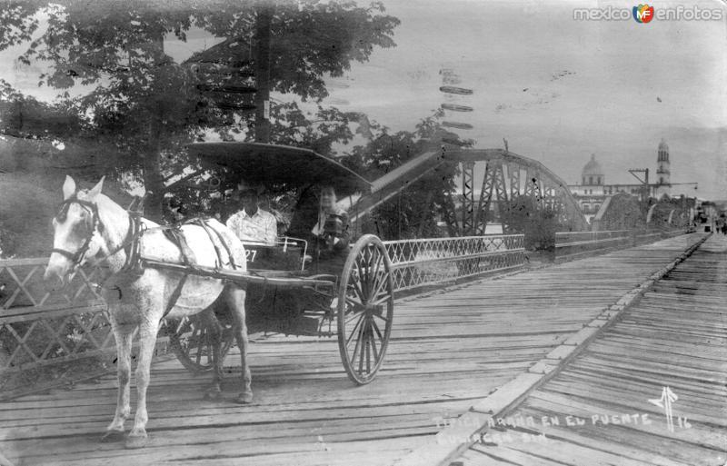 Carreta cruzando el puente