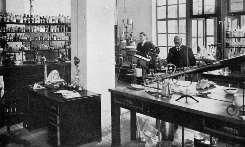 Laboratorio en el Instituto Médico Nacional (1910)