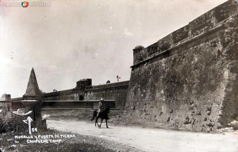 MURALLA Y PUERTA DE TIERRA Hacia 1945