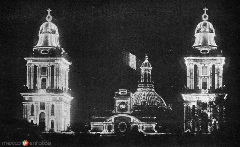 Iluminación de la catedral durante la celebración del Centenario