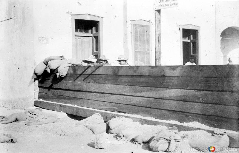 Fotos de Ciudad Ju�rez, Chihuahua, M�xico: Barricada del ej�rcito federal tomada por los revolucionarios (Bain News Service, c. 1911)