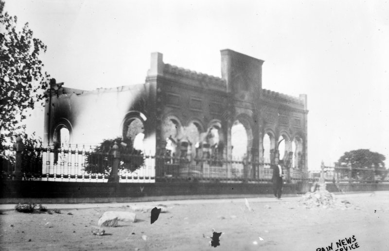 Biblioteca destruida durante la batalla de Ciudad Juárez (Bain News Service, 1911)