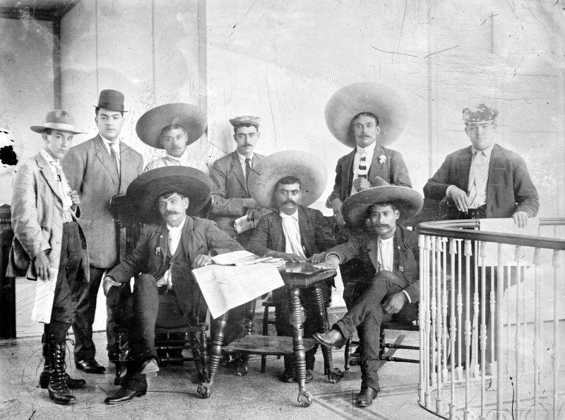Emiliano Zapata y otros revolucionarios en la Ciudad de México (Bain News Service, 1911)