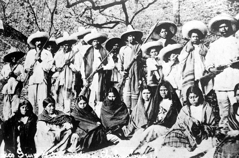 Revolucionarios con sus esposas (Bain News Service, c. 1914)