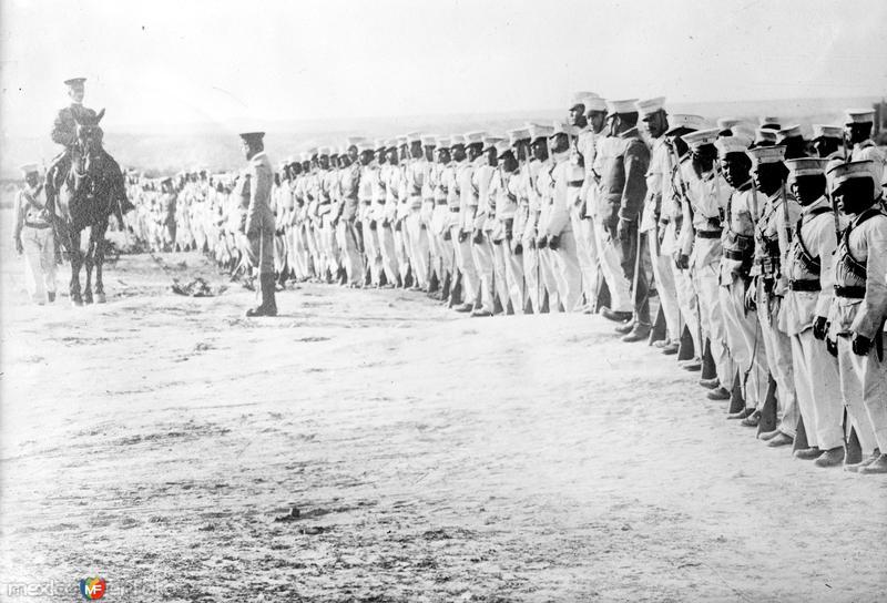 Tropas federales en Torreón (Bain News Service, c. 1914)