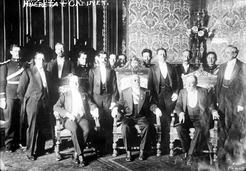 Victoriano Huerta y su gabinete despúes de la Decena Trágica (Bain News Service, c. 1913)