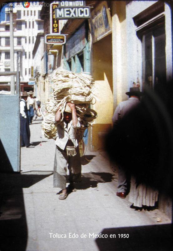 CARGADOR Escena callejera Hacia 1945