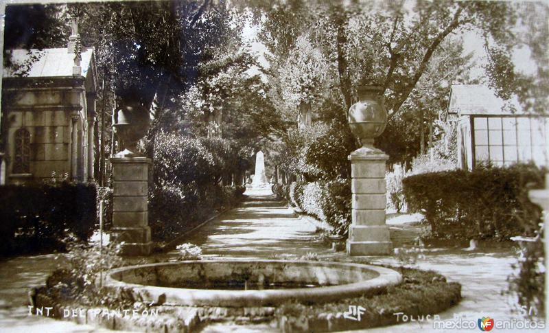 INTERIOR DEL PANTEON Hacia 1920
