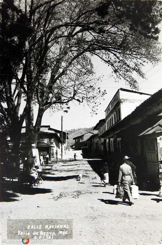 Fotos de Valle de Bravo, M�xico, M�xico: CALLE NACIONAL Hacia 1945