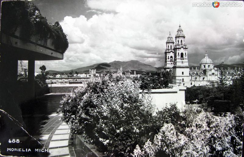 PANORAMA Y LA IGLESIAHacia 1945