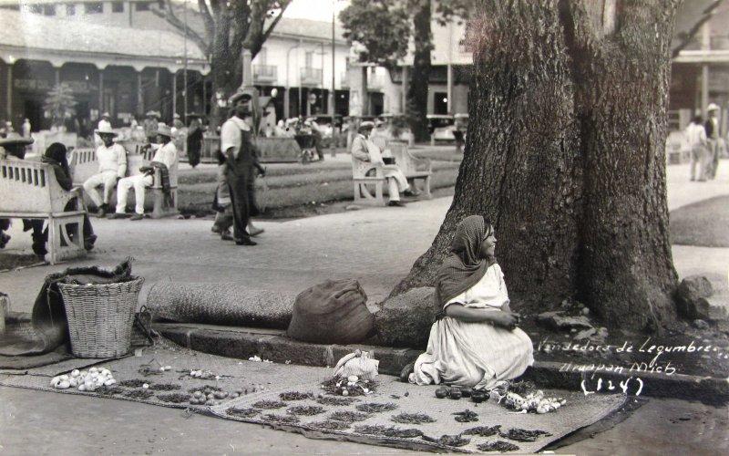 TIPOS MEXICANOS VENDEDORA DE LEGUMBRES Hacia 1940