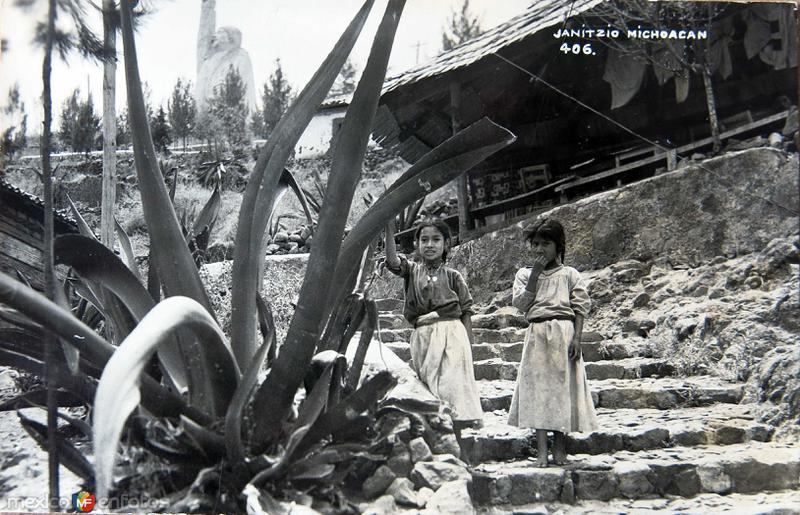 PANORAMA CON INDIGENAS Hacia 1945