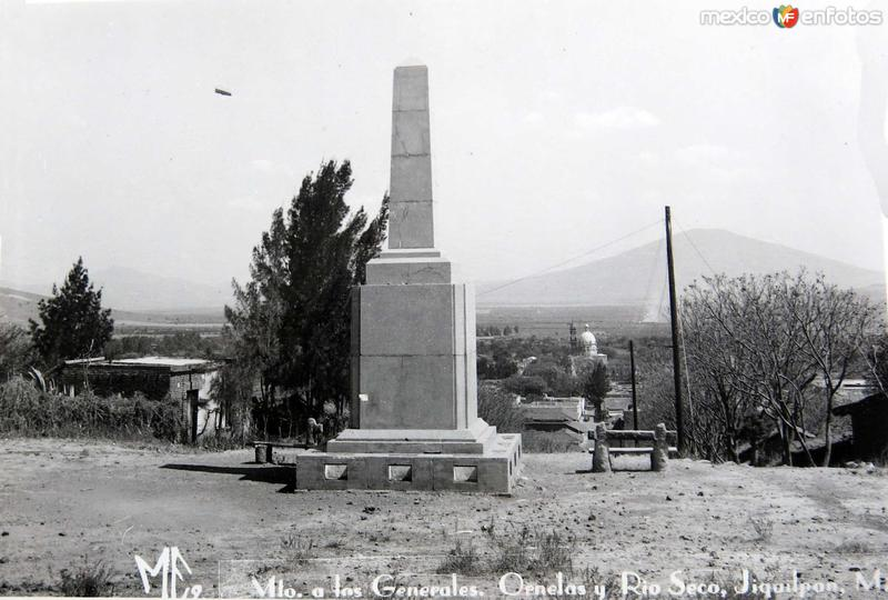 Fotos de Jiquilpan, Michoac�n, M�xico: MONUMENTO A LOS GENERALES ORNELAS Hacia 1945