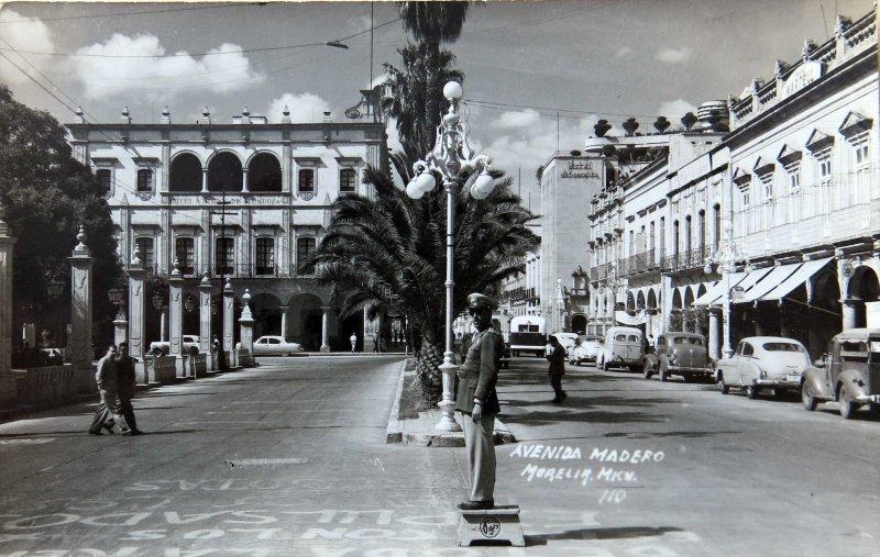 AVENIDA MADERO Hacia 1945