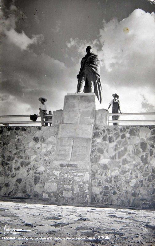 ESTATUA DE JUAREZ Hacia 1945