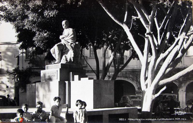 MONUMENTOA MORELOS Hacia 1945