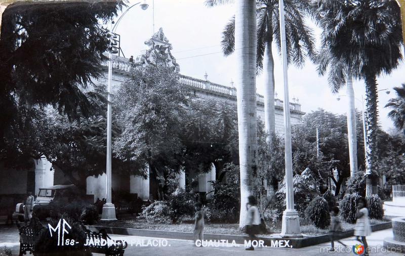 Fotos de Cuautla, Morelos, México: JARDIN Y PALACIO Hacia 1945