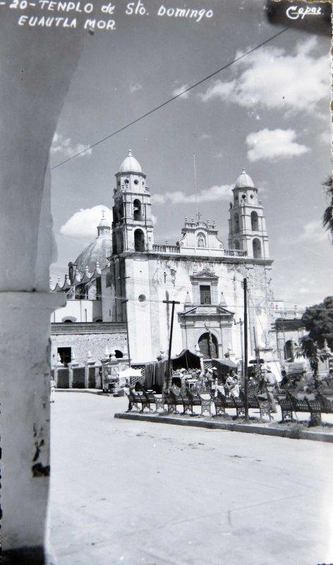 IGLESIA Y PLAZA Hacia 1945