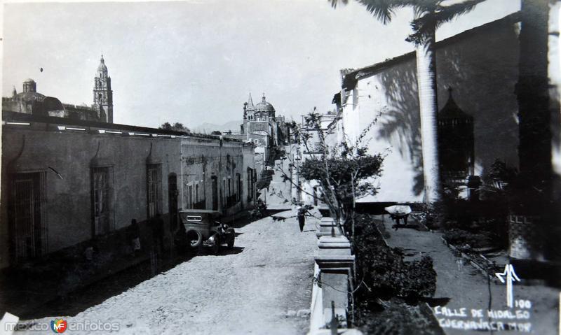 CALLE HIDALGO PANORAMA E IGLESIA Hacia 1945