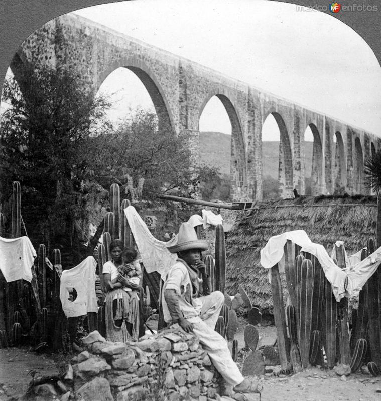 Una vivienda junto a los arcos del acueducto de Querétaro