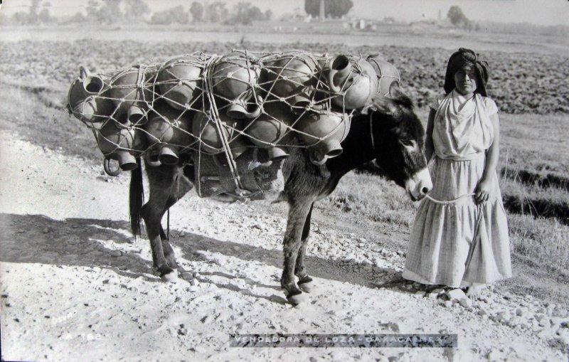 TIPOS MEXICANOS VENDEDORA DE LOZA Hacia 1945