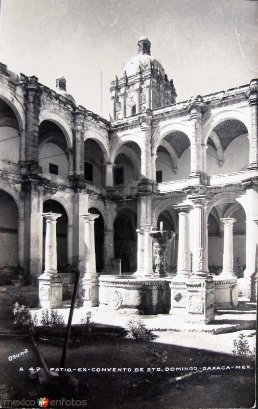PATIO DEL EXCONVENTO DE STO. DOMINGO Hacia 1945