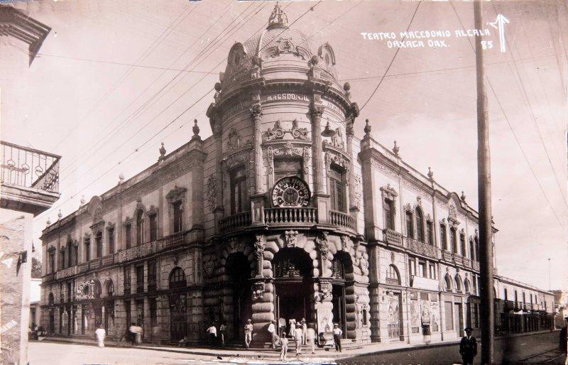 TEATRO MACEDONIO ALCALA Hacia 1945