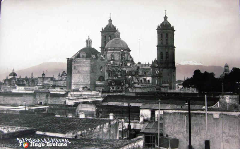LA CATEDRAL por el fotografo HUGO BREHME Hacia 1930