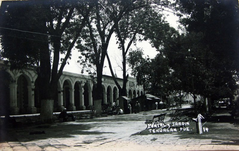 PORTAL Y JARDIN Hacia 1945