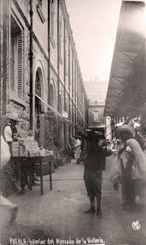 INTERIOR DEL MERCADO VICTORIA Hacia 1905