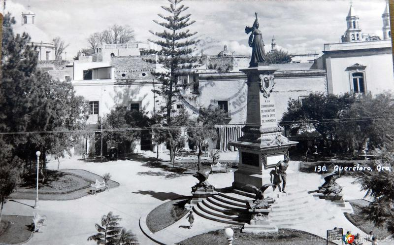MONUMENTO Y PLAZA Hacia 1945