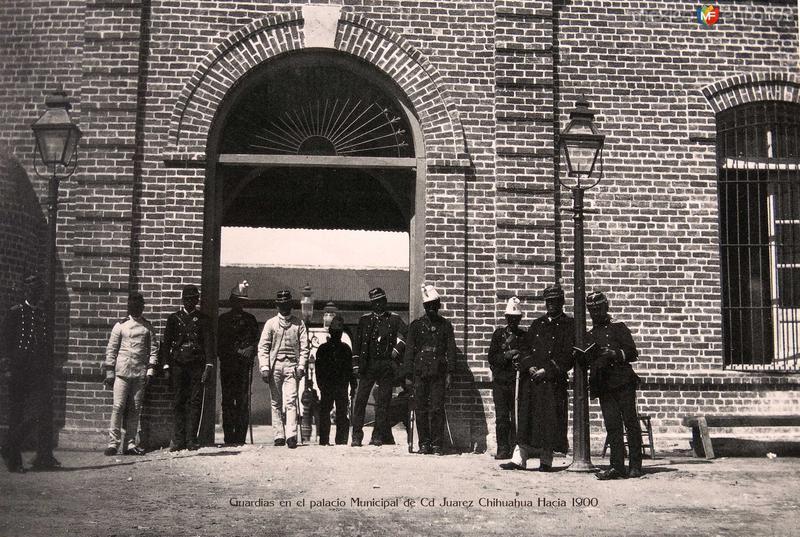 Fotos de Ciudad Ju�rez, Chihuahua, M�xico: Guardias frente al edificio de correos Hacia 1900