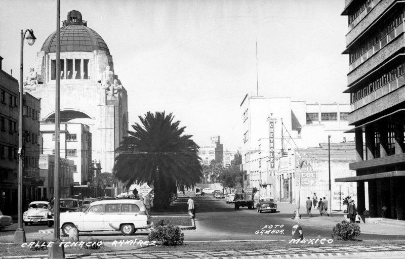 Calle Ignacio Ramírez y Monumento a la Revolución