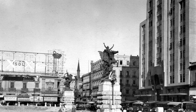 Pegaso frente al Palacio de Bellas Artes