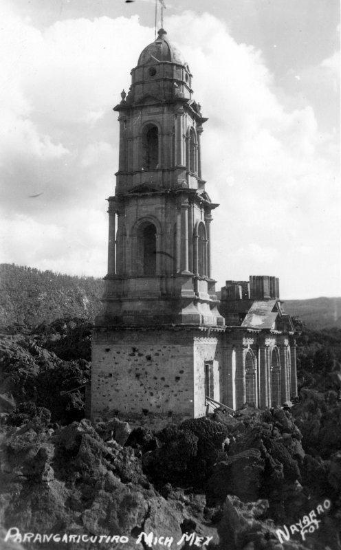 El templo cubierto de roca volcánica