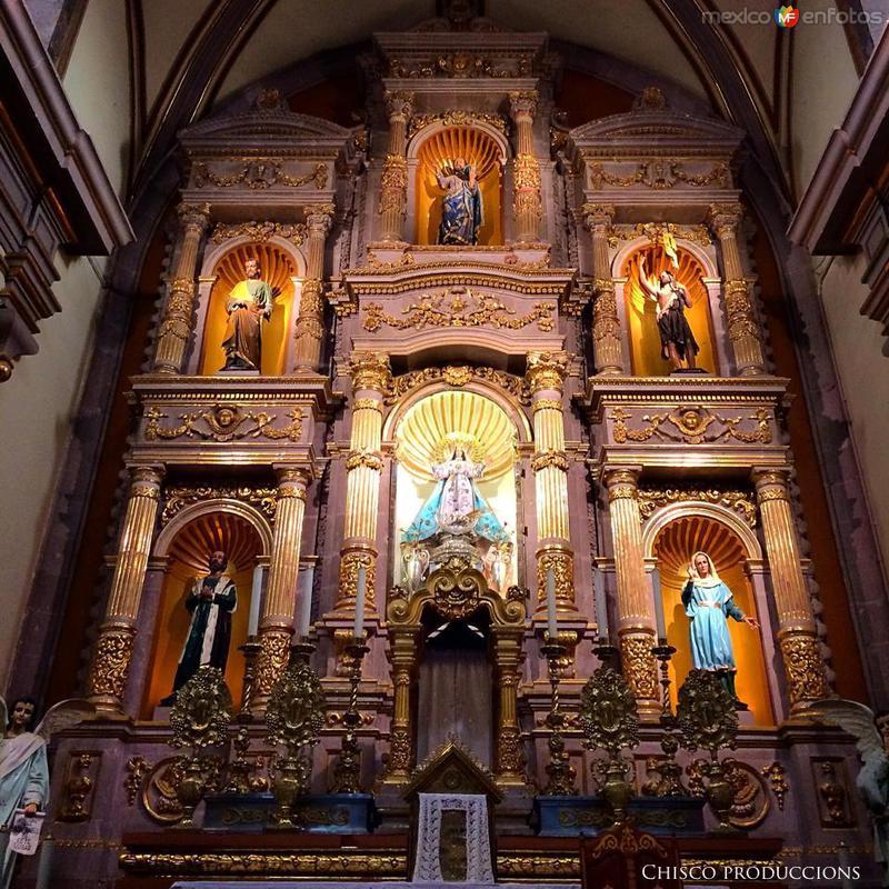 Retablo del altar principal de la Parroquia de la Asunción