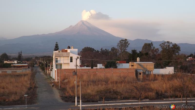 Volcán Popocatépetl con fumarola. Marzo/2015