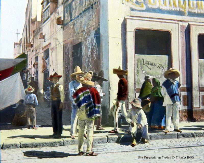 TIPOS MEXICANOS Una Pulqueria en Mexico D F hacia 1900